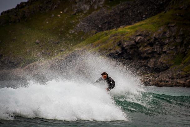 Surfing Lofoten 610x407