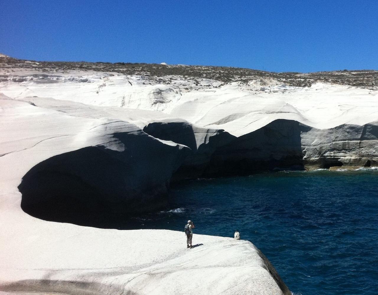 The Sarakiniko cliff, Milos, expertreiser © Wilfrid Valette-JPG